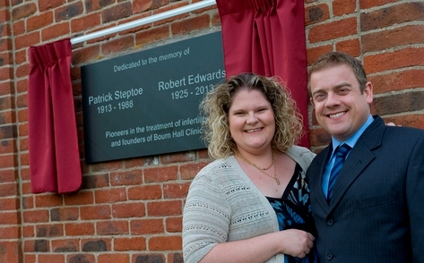 Louise Brown and Alastair MacDonald unveil a plaque at Bourn Hall dedicated to Robert Edwards and Patrick Steptoe to mark 35 years of IVF