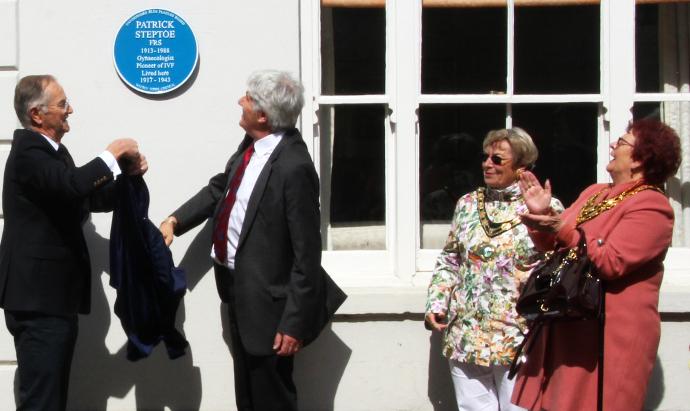 Unveiling Patrick Steptoe's blue plaque